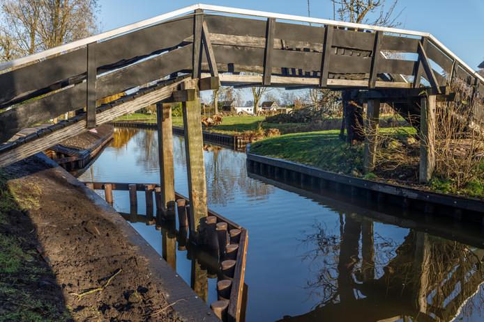 Giethoorn - Aanvaarbeveiliging bij brug BinnenpadDS-2018-0525©Wilbert Bijzitter