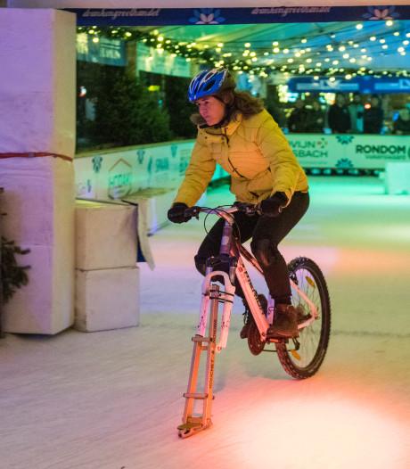 Glibberen en glijden met de schaatsfiets tijdens NK ijsfietsen in Valkenswaard
