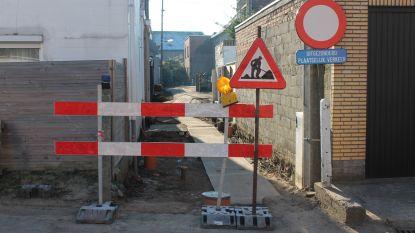 Renovatiewerken zijwegen Fabriekstraat zijn gestart