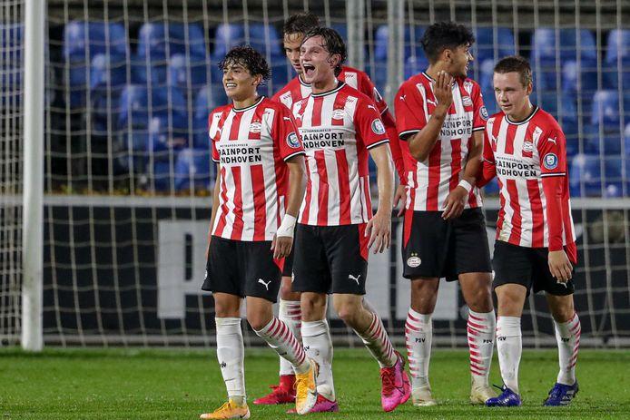 Jong PSV is blij met de goal van Kristófer Kristinsson. Richard Ledezma, Kristinsson, Mees Kreekels, Ismael Saibari en Mahias Kjølø vieren de treffer, die later net niet de winnende bleek.