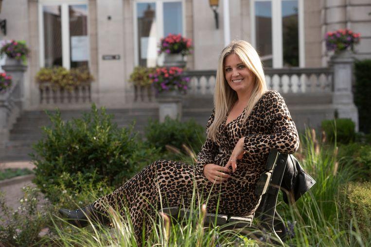 Eveline Hoste aan 'haar' gemeentehuis in Destelbergen