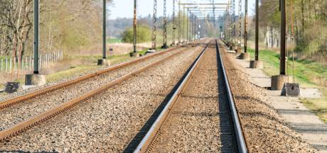 Spoorverzakking bij Breukelen, treinen rijden stapvoets