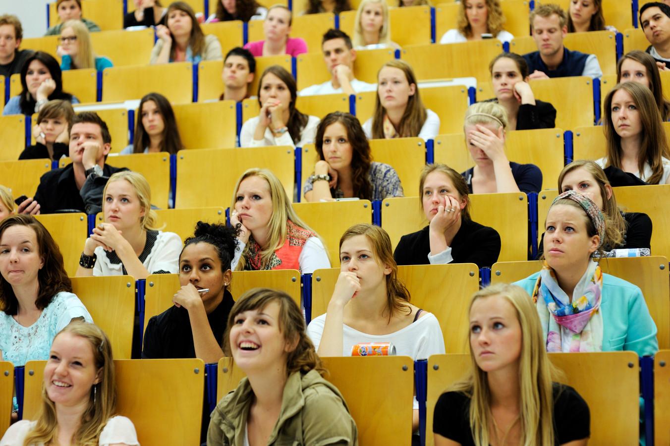 Studenten aan de Fontys Hogeschool. Ze hebben minder kansen om meer te gaan verdienen dan hun ouders.
