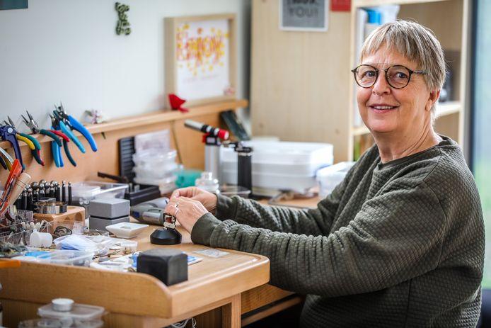 Tine Demol juwelenontwerpster uit Zedelgem