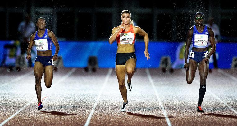 Schippers sprint in het Olympisch Stadion naar de winst. Ze zegeviert met een vanzelfsprekendheid die Nederlandse sportliefhebbers alleen uit het schaatsen kennen. Beeld Klaas Jan van der Weij