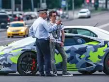 Steenrijke Russische cybercriminelen rijden rond in luxewagens met het woord 'DIEF' als kenteken