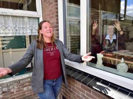 Vrachtwagenchauffeur Rachel (28) scoort met zelfgeschreven coronaversie van 'Het Dorp'