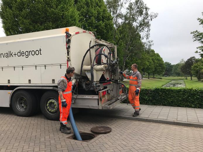 Sinds donderdag werd in Vught gezocht naar de oorzaak van de rioolproblemen in de wijk De Baarzen.