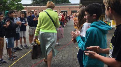 Leerlingen Sint-Lutgardisschool nemen afscheid van juf Lutgarde, die na 43 jaar met pensioen gaat