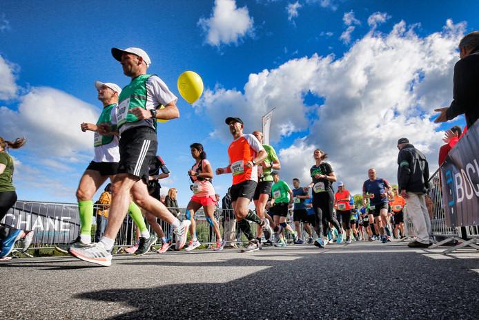 De deelnemers van de kwart marathon werden de verkeerde kant op gestuurd.