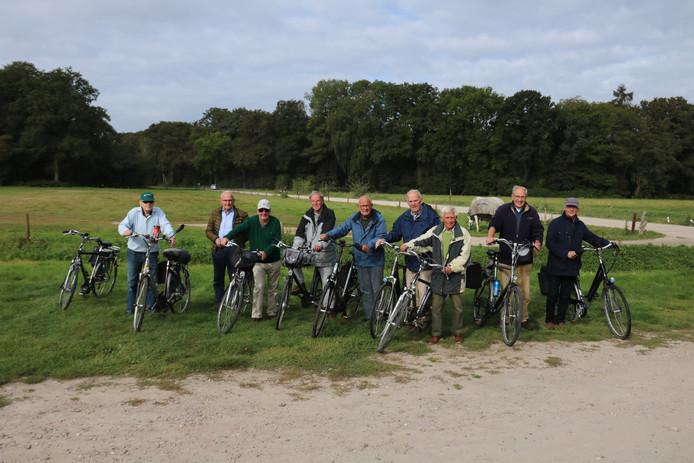 Groepsfoto van de Old Bikers die de 450e rit gaan rijden
