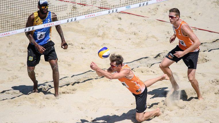 Varenhorst en Van Garderen in actie tijdens een eerdere wedstrijd dit WK Beeld epa