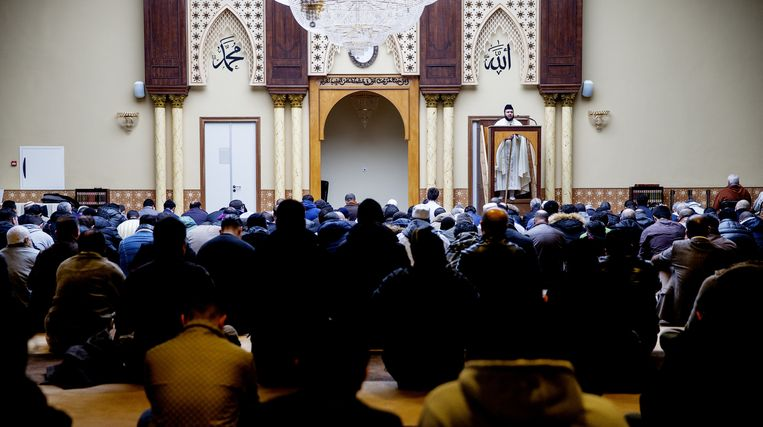 Het vrijdaggebed in de moskee annex islamitisch centrum Imam Malik in Leiden. Beeld ANP