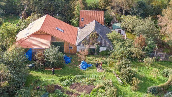 De boerderij in Ruinerwold waar het gezin in isolement woonde.