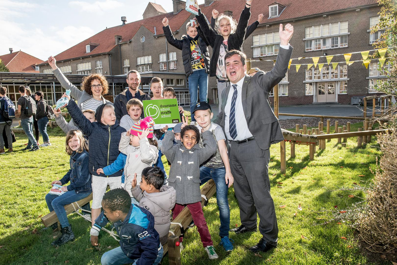 De leerlingen van BuBaO Sint-Idesbald zijn dolblij met de opgefriste speelplaats.