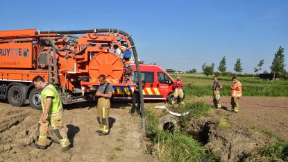 Brandweer schakelt ruimdienst in om olievervuiling op Bombeek aan te pakken