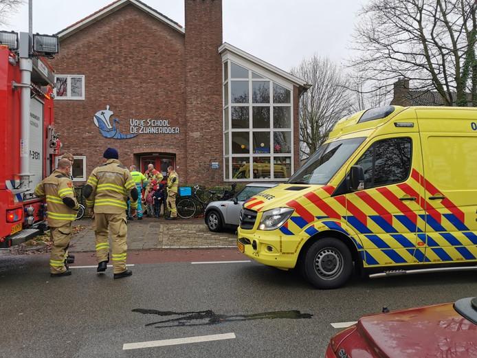 Vanwege een brandlucht is vrije school De Zwaneridder in Wageningen ontruimd.