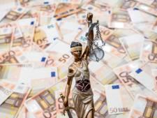 Tennisleraar knalt met fiets tegen verkeersbord, Helmond is 4.841 euro armer