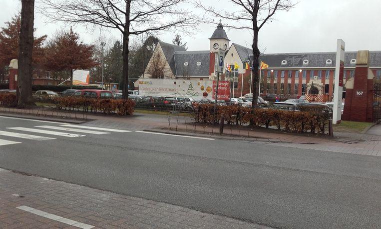 De jaarlijkse kerstmarkt voor het goede doel vindt dit weekend plaats in en rond het Zoerselse gemeentehuis.