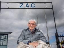 Al 85 (!) jaar lid van voetbalclub ZAC in Zwolle: Dick Backers ademt clubliefde