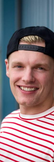 Enzo Knol bedankt ziekenhuis in Zwolle voor zorg na mislukte sprong: 'Met nek op band geklapt'