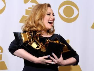 """Ondanks scheiding en podiumvrees maakte zij het meest succesvolle album van deze eeuw: """"Adele verandert haar miserie in goud"""""""