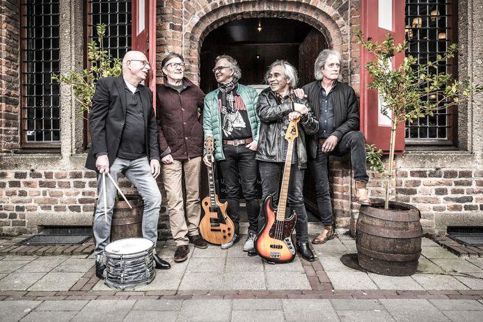 The Jibs voor Stadsbierhuys De Waag in Doesburg. Na 55 jaar houdt de  succesvolle coverband er mee op.