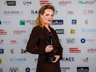 """Maaike Cafmeyer wint Ensor voor 'Beste tv-actrice' en reageert op zaak-Bart De Pauw: """"Deze prijs komt op een woelig moment in m'n leven"""""""
