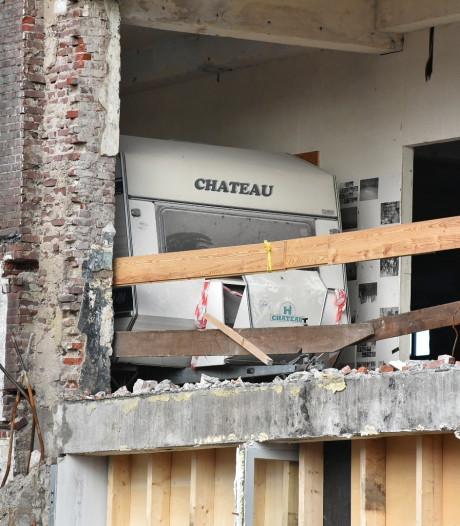 Mysterieus: caravan gevonden op één hoog tijdens sloopwerkzaamheden in Oisterwijk