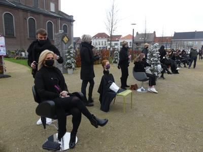 belgische-kappers-zetten-stoelen-buiten-in--%E2%80%9Ce%C3%A9n-en-al-frustratie-teleurstelling-en-schrik%E2%80%9D