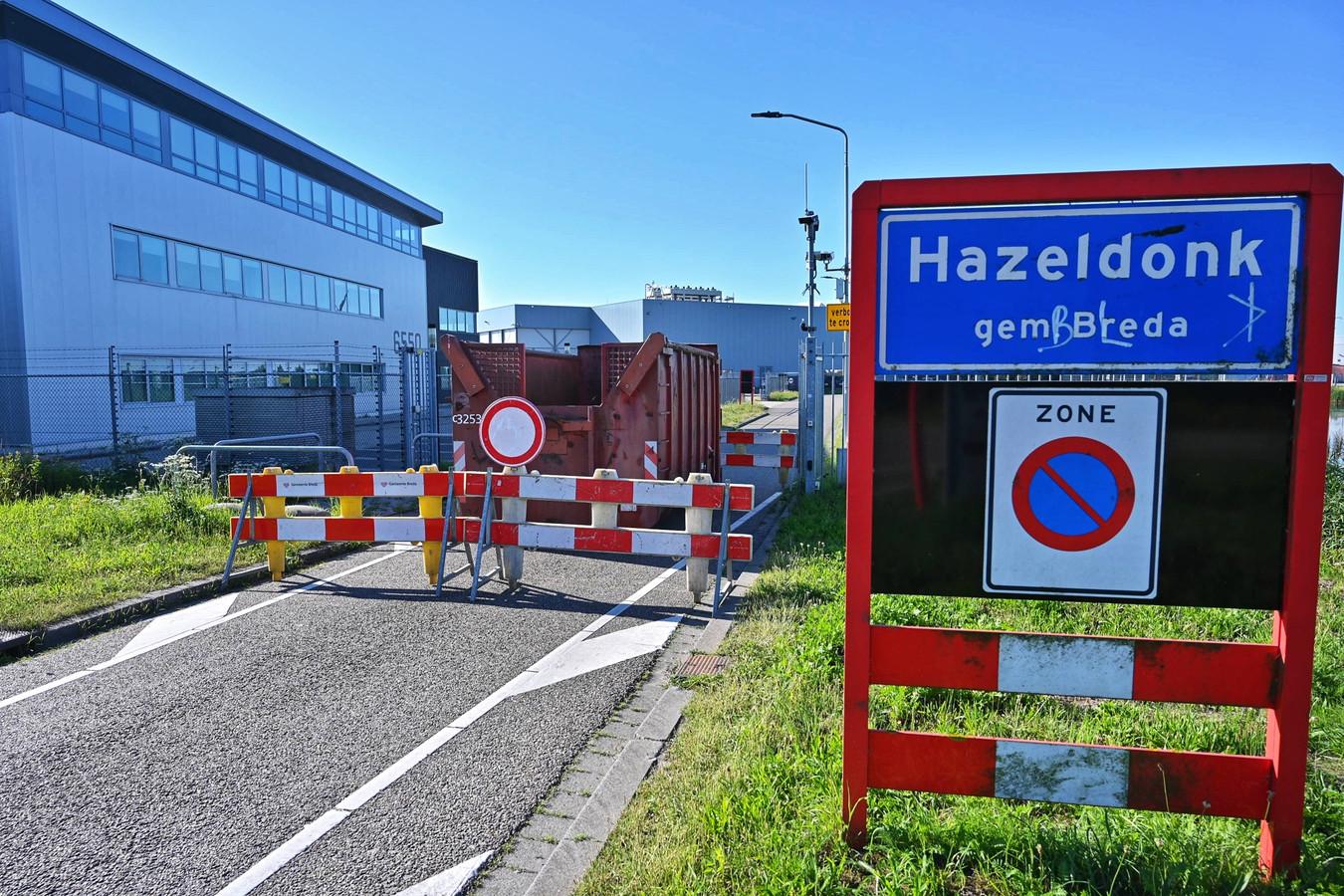 De container die de weg verspert naar de Galderse Meren.