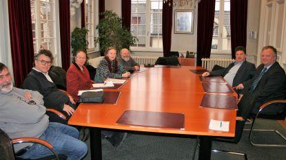 Delegatie centrumbewoners licht bezorgdheden over woonproject toe op stadhuis