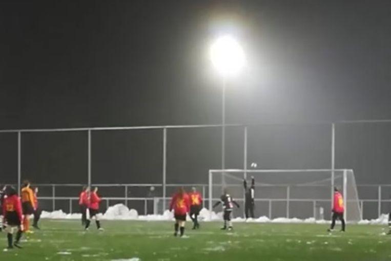 Om de twee minuten trapten de Zebra's uit Borsbeke een bal tegen de netten van VC Ressegem-Herzele.
