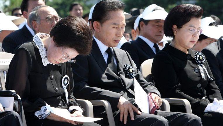 Hoogwaardigheidsbekleders nemen afscheid van oud-president Kim Dae-jung. Foto EPA Beeld