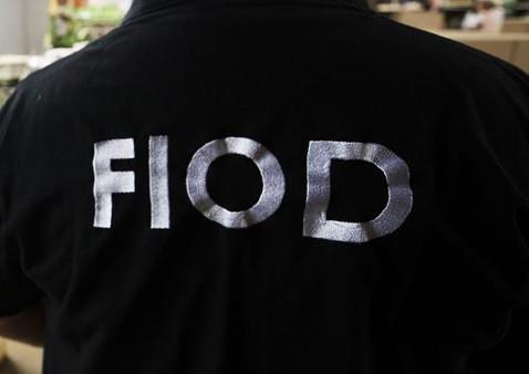 De FIOD vermoedt dat de verdachte de apparatuur zelf heeft verkocht en de opbrengst daarvan in eigen zak gestoken heeft.