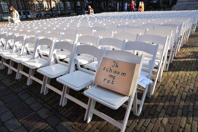 500 lege stoelen voor vluchtelingenkinderen