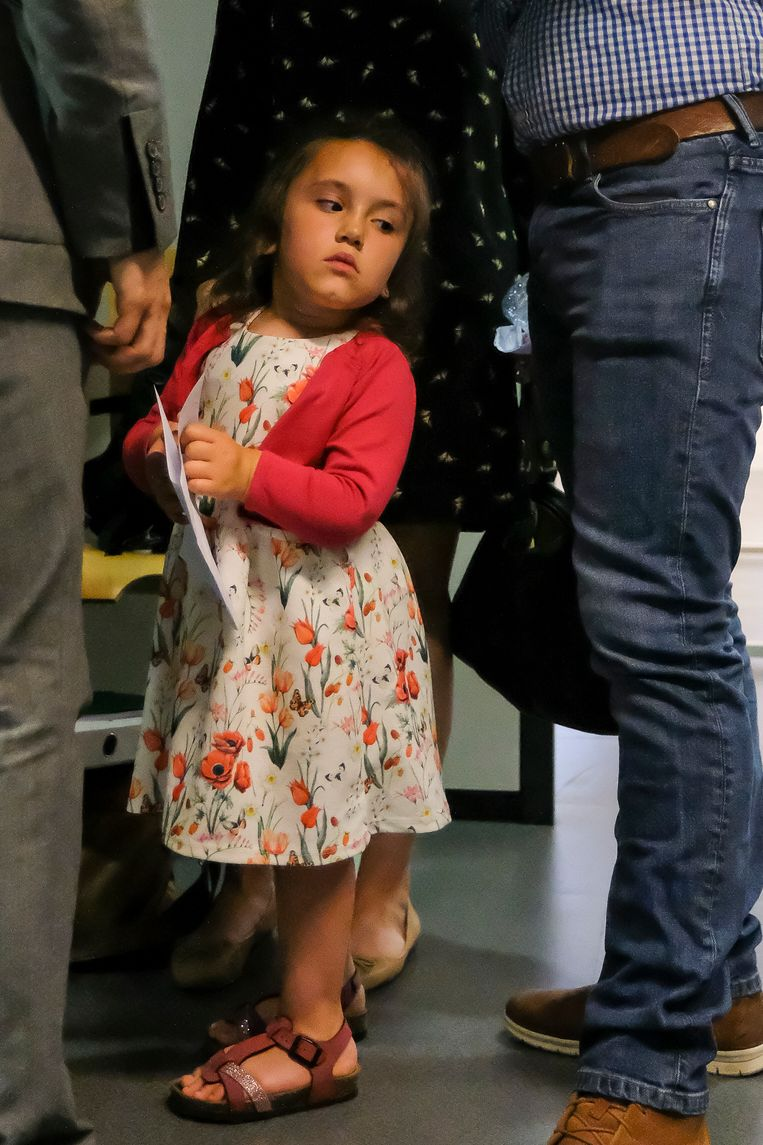 Valentina kwam gisteren met haar mama en papa mee naar de rechtbank.