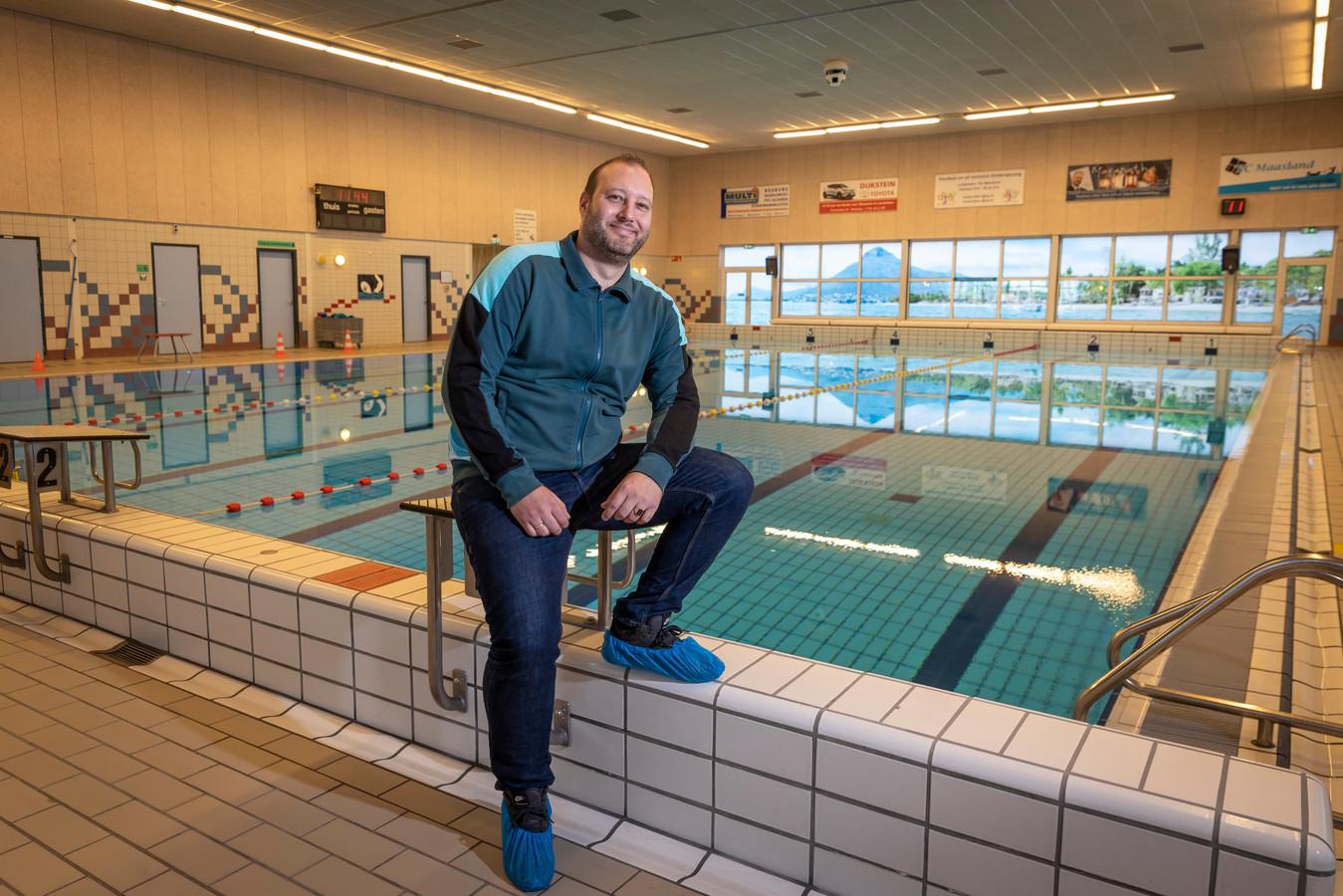 Locatiemanager Michael van Duijn maakt zich zorgen over het schrappen van het schoolzwemmen.
