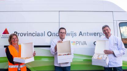 PIVA schenkt 1.500 vers gebakken koffiekoeken aan Antwerpse afvalophalers