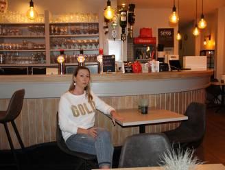 """Gwen zoekt overnemers voor café Comodo op Grote Markt: """"Zieke dochter helpen is nu het belangrijkste"""""""