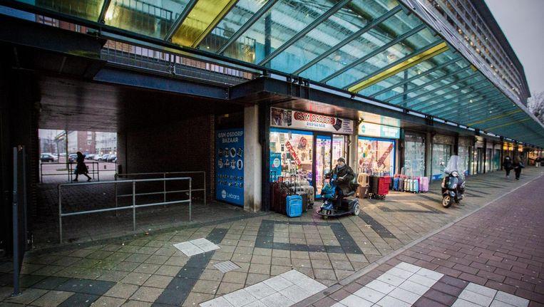 Veel winkels in Tussen Meer, ook de winkel van Essam El-Bayaa, zijn afgelopen jaren meerdere keren overvallen Beeld Maarten Brante