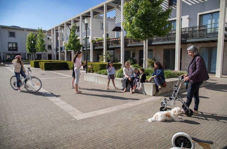 Le Medi in Rotterdam met bewoners Laïla Safae Boutaïbi en Karen Rollingswier. Beeld Werry Crone