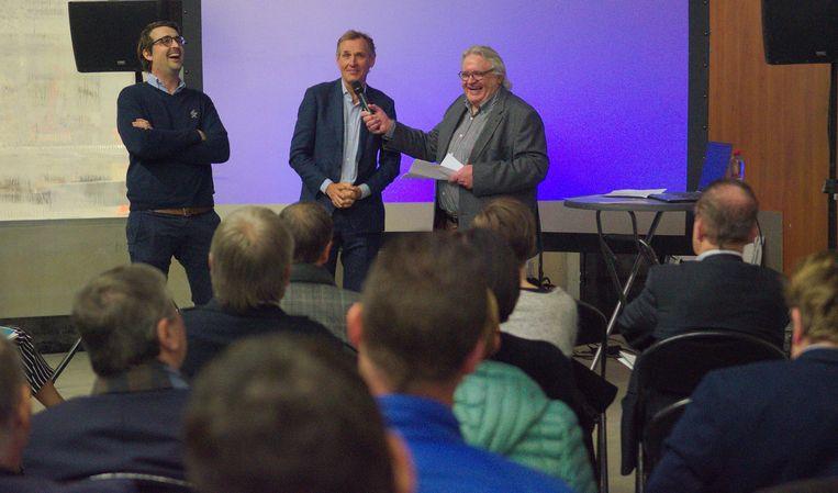 Zaakvoerders Michaël en Nicholas Van der Gucht, onlangs nog bij een feestelijk Unizo-moment ter gelegenheid van de 85ste verjaardag van Houtshop Van der Gucht.