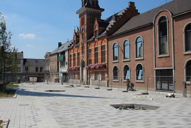 Het vernieuwde marktplein moest al opnieuw worden opgebroken.