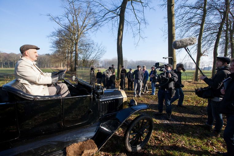 In de velden aan Schoonberg in Aalter werden gisteren scènes gedraaid voor 'Zaak: De Zutter', een film over de Beernemse moord op Hector De Zutter halfweg de jaren 20.