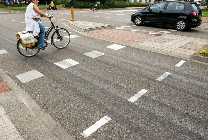 De remsporen van de remtest door de politie halen niet de lengte van de bestuurder BMW die de fietser heeft aangereden.