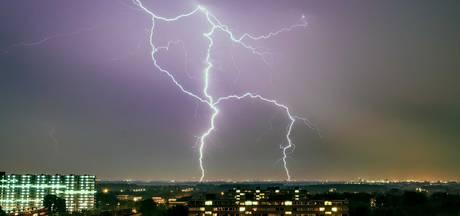 Kans op stevige onweersbuien: KNMI kondigt code geel af