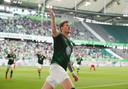 Weghorst viert de openingstreffer tegen Augsburg.
