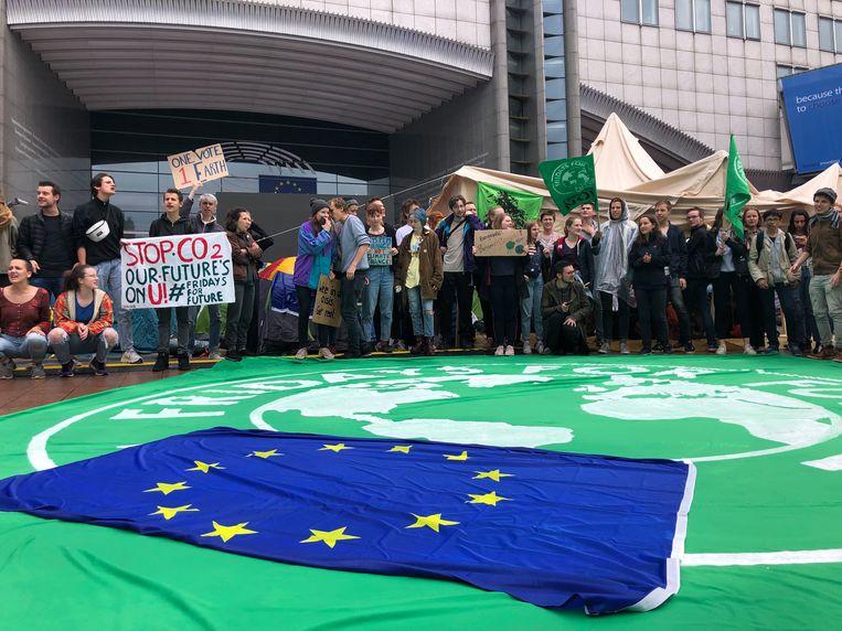 Het plein voor het Europees Parlement werd bezet.
