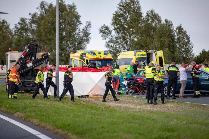 De hulpdiensten rukten zaterdagmiddag omstreeks vijf uur massaal uit naar de Drie Merenweg in de richting van Hoofddorp.